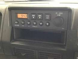 純正ラジオデッキが装着されております。