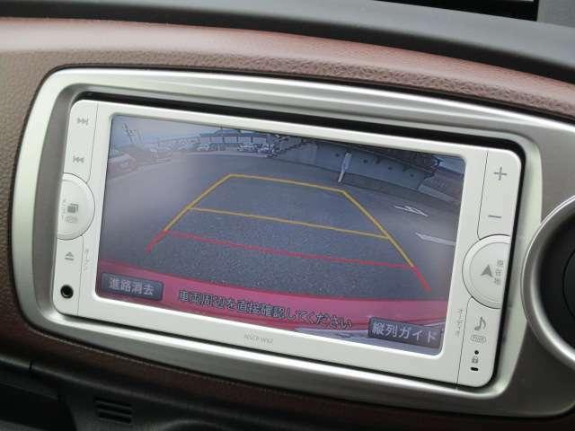 バックカメラで後退時の安全確認をサポート