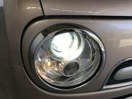 夜間でも明るいHIDヘッドライトです!またオートライト機能もついてるので自動でライトの点灯と消灯ができます!
