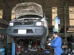 ★陸運局指定工場ですので車検整備もスムーズです!自慢のメカニックがお客様の愛車一台一台真心込めて整備いたします。