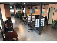 2人掛けから4人掛け等様々な商談スペースをご用意しております