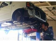 自社工場も完備で車検やメンテナンスもお任せください!