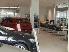 新車・中古車を販売している当店で、様々なお車をご用意しております。ぜひ一度足を運んで頂正規ディーラーのお車をご覧ください