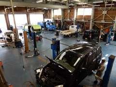 展示している中古車は、全て提携先の指定工場で点検整備してから納車いたしますのでご安心ください。