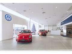 広いショールームでゆっくりと展示車をご覧いただけます。