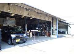 ★自社整備工場にて、車検・メンテナンスなどを行っております。お客様のカーライフをサポート致します。