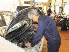 【商品入荷】入庫した商品は熟練の整備士が独自のチェックシートを元に、エンジン系・駆動系・装備類を細やかに確認しています。