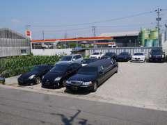 お店のすぐ横に駐車場もございます。広告には載っていない車両もございます。