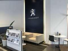 フランス文化に触れてもらう催しで200年以上積み重ねたPEUGEOTの歴史もお伝えしています。