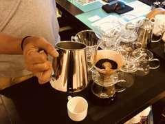 来店されたお客様には、厳選した豆を使用したドリップコーヒーを提供させて頂きます。コーヒーを飲みながらご希望を伺います。
