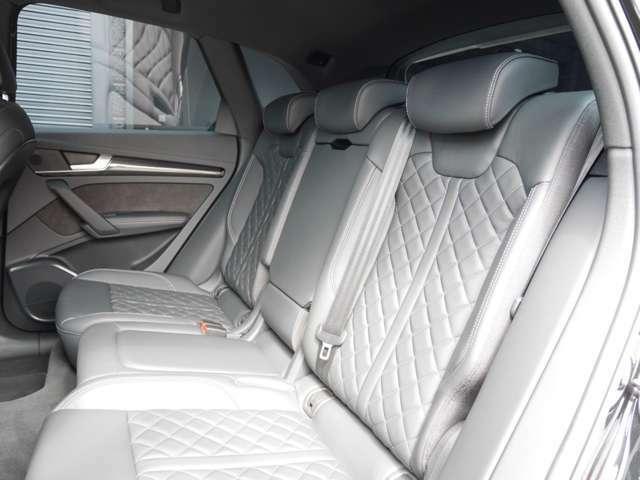 オプション装備「後席用シートヒータ」がございます!後席用エアコンやアームレストも付いていますので、後席も快適です!丁寧に使用されております。