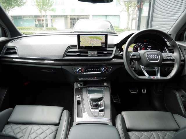 アドバンストキー(スマートキー)ですので、車内へのアクセスは簡単です。キーをカバンやポケットに入れた状態で、ドアの開閉・エンジン始動ができます。