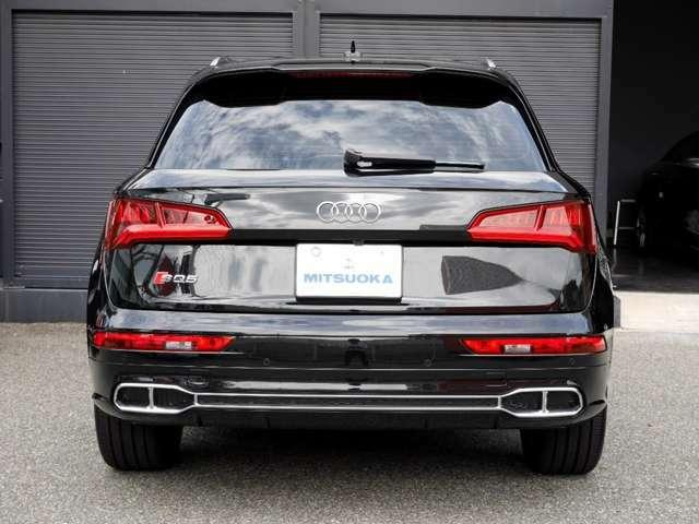 リアLEDコンビネーションランプです! また駐車時や後退時には、安心・安全の装備「360全周囲カメラ&クリアランスソナー」が、運転をサポート致します!