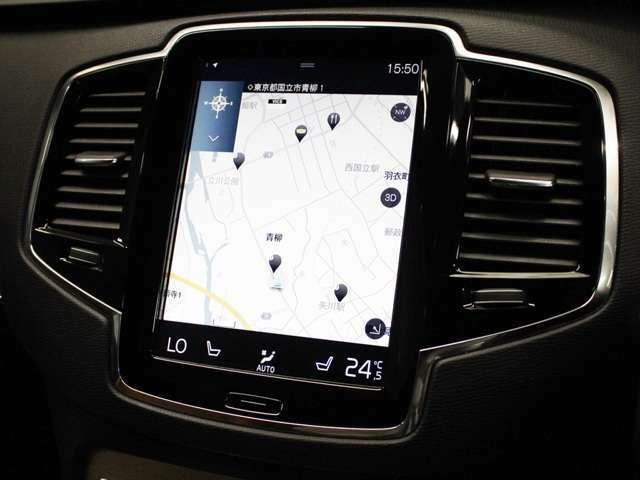 ナビゲーションのタッチパネルは硬く、スマートフォンのようにスワイプ操作もできます 赤外線センサー式のため、グローブをしたままでも操作可能です また地図データは無料で更新可能です