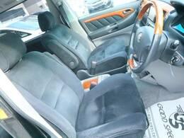 車内の状態も良好で綺麗なアルファードです☆アイポイントが高く奥様にも人気の運転席です☆