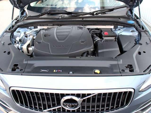 ガソリンエンジン4L並みの40Kgの太いトルクを低速から発生させるのでどのようなシチュエーションでもドライバーの期待を上回るパフォーマンスを発揮します。