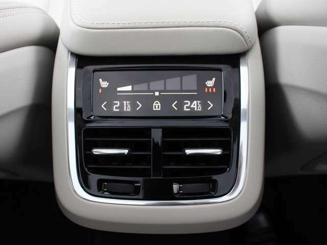 リアシートにも独立エアコンを装備。シートヒーター付きで冬場のドライブも快適です。