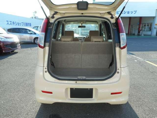 軽自動車ながらも載せ方次第で多くの荷物を積むことが可能です!!最近の軽自動車は従来のものと違って室内が広い作りとなっております♪