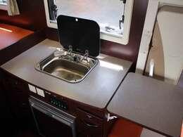 シンク装備!給排水タンク容量は各20リッターとなります☆