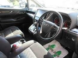 高年式・低走行ですので綺麗な車内空間です。先進の安全装備トヨタセーフティセンスやドライブレコーダーなど充実装備です。