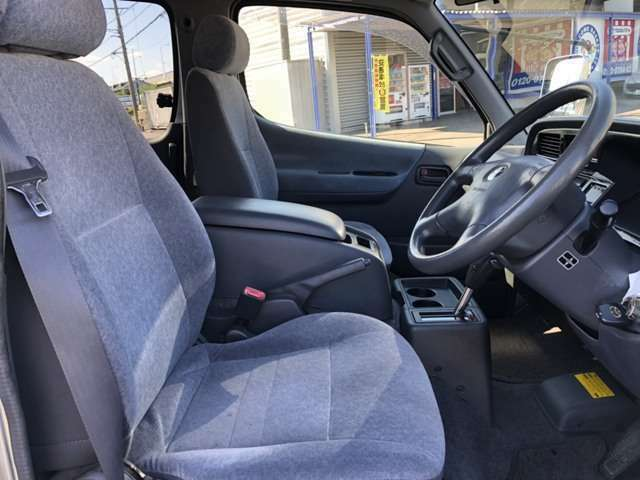 運転席シート。とてもきれいな状態です。