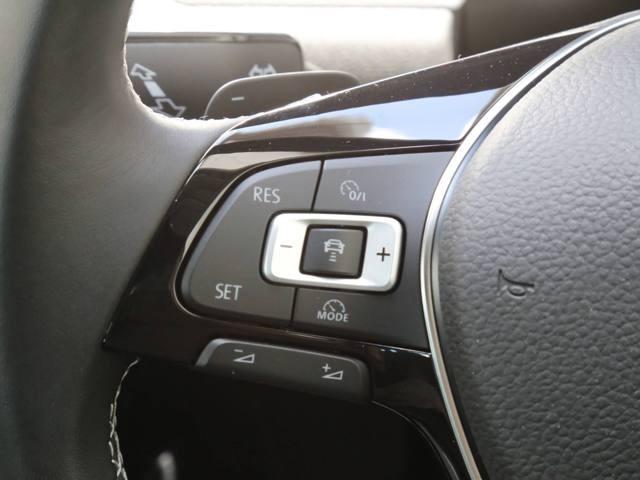 ステアリングスイッチ、パドルシフト装備しております。運転中でも楽々操作可能です。