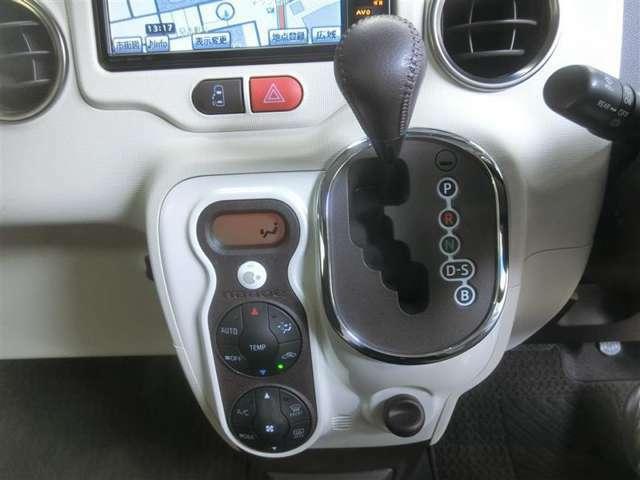 インパネシフトのCVTオートマチック車です。