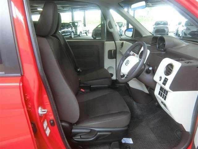 運転席は前後スライド・リクライニング・シート上下&助手席は前後ロングスライド・リクライニング機構を装備しています。
