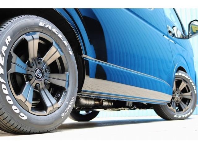 足元にはバルベログランデ17インチアルミホイール&グッドイヤーナスカータイヤをセット!ダウンルックにも効果的なフレックスオーバーフェンダー付き!