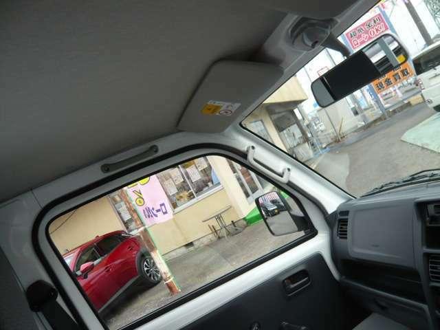 助手席にもサンバイザー&乗降グリップが付いてます!