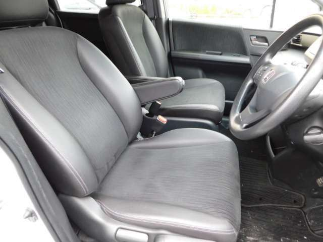 フロントシートの画像です!高さ調整が出来ますので、お好みの場所の設定が出来て運転も快適です