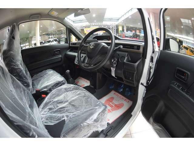 冬の朝などにうれしい、シートバックと座面を温めるシートヒーターを運転席に装備しております