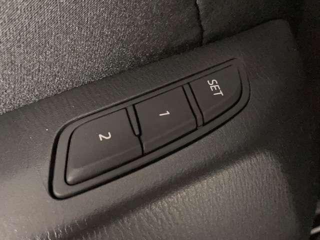 【メモリー付パワーシート】シートポジションがしっかり決まると、運転操作が楽になりますね♪微調整が可能なので、様々なシーンでも活躍できます。