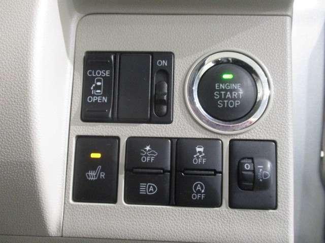 プッシュボタンスタートを採用。左側パワースライドドア装備です。