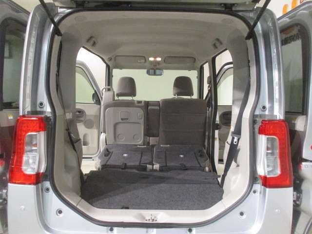 とにかく荷物を積みたい時は、リヤシートを両方格納すれば、さらに広いラゲージルームに早変わりします。