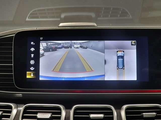 【360°カメラシステム】前後左右に4つのカメラを搭載。自車を真上から見ているような「トップビュー」などによって、車輌周辺の状況が画像で直感的に把握できます。これで大きな車体のGLEの駐車も簡単に♪