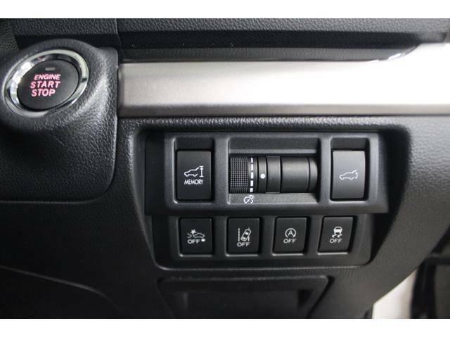 ポケットやバッグに鍵を入れたままエンジン始動できます。プッシュスタートボタン