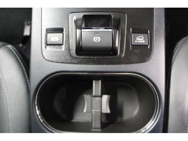 電動パーキングブレーキを採用しています。スイッチはセンターコンソール中央の操作しやすい位置にレイアウトしています。