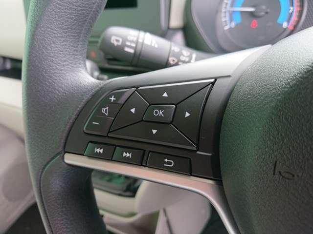 走行中でもこのスイッチを使えばナビ操作は簡単に使えますよ