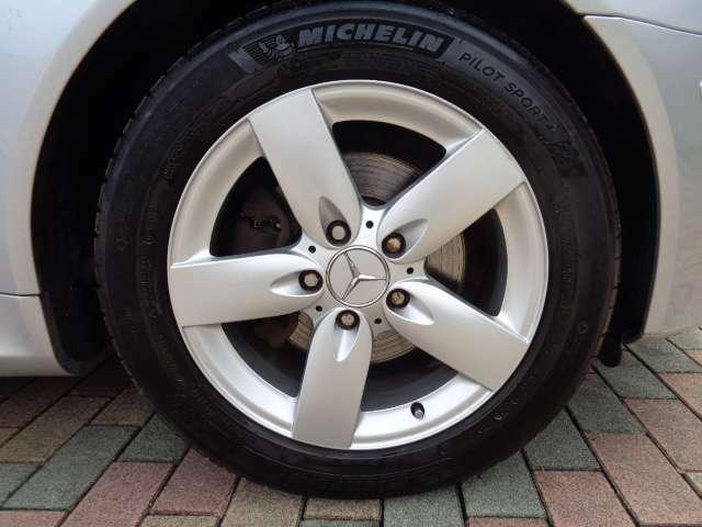 純正16INアルミ タイヤ フロント205/55R16(残溝7mm)リア225/50R16(残溝7mm)