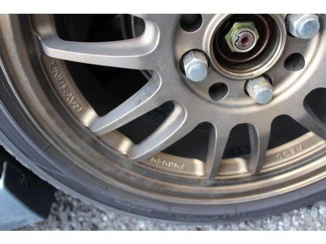 WHEELは、レイズ(鍛造)のRE30。タイヤサイズは、165/50R16!