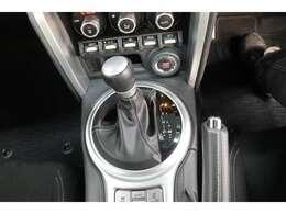 ■MTモード付AT■基本はオートマですが、マニュアル車のようにドライバー自身でも走行中にギアチェンジできるのが魅力です♪パドルシフトも搭載し、スポーティでダイレクトなシフトチェンジを楽しめます!