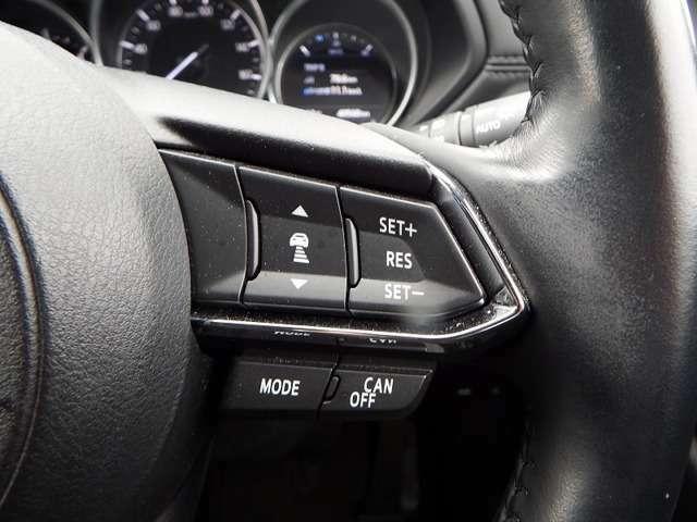 マツダレーダークルーズコントロールは、アクセルとブレーキを自動で制御します。