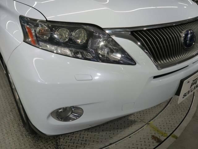 【三眼LEDヘッドライト】悪天候や夜間走行時も良好な視界を確保し安心して運転できる高輝度LEDヘッドライトを装備!点灯速度が早く、消費電力も抑えられています。