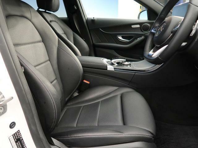 ●前席:ゆったりとしたドライバースペースで、長時間の運転でも快適にお過ごしいただけます