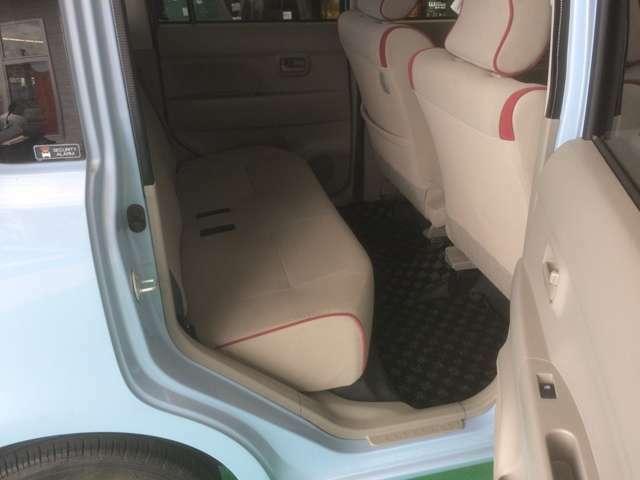 後部座席です。折りたたむと荷物も収納できますよ~!