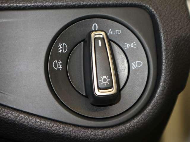 オートライト機能もございます!ヘッドライトやフォグランプの点灯・消灯はこちらのダイヤルスイッチで操作いただけます!