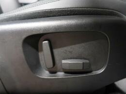 前座席は運転席・助手席共に10WAYパワーシートとなります。シートアレンジが微調整できますので、体格に合わせた最適なドライビングポジションで運転できます★