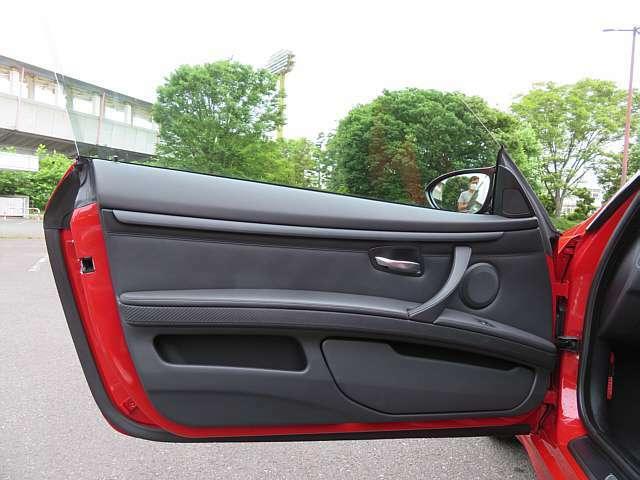 前席のシート2脚はレカロのSportster LL210Hです。シートヒーター付きの電動リクライニング