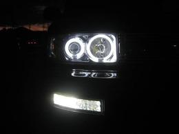いかリング&LEDフォグランプの点灯写真です。非常に明る過ぎて露出を抑えて綺麗に撮影できるように撮りました。COOLな煌めくホワイト光でナイトドライブを楽しめます。